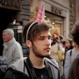 ragazzo con unicorno